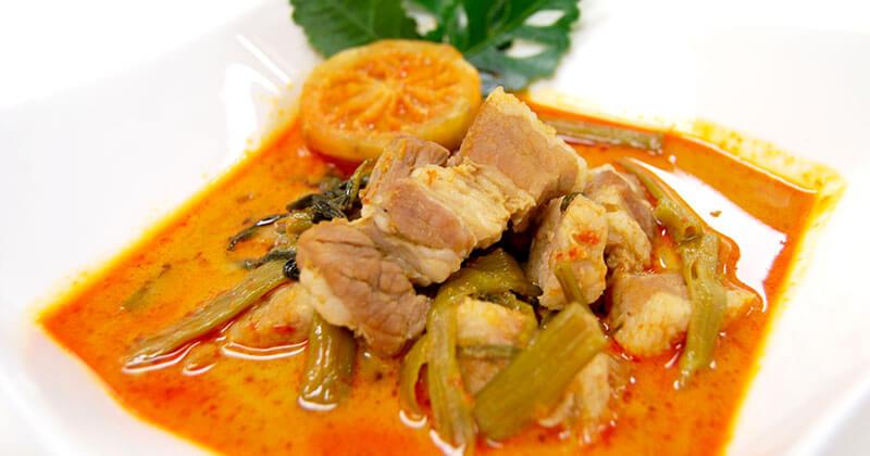 ゲーンクア・ムー・テーポー(空芯菜と豚肉のゲーンクア)แกงคั่วหมูเทโพ