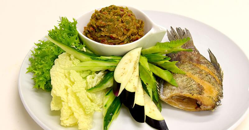 プラーサリット・トート(揚げサリット魚)ปลาสลิดทอด