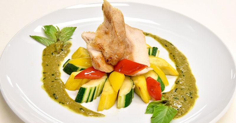 ガイ・トート・ラート・ソースゲーンキアオワーン(鶏肉のグリーンカレーソースがけ)ไก่ทอดราดซอสแกงเขียวหวาน