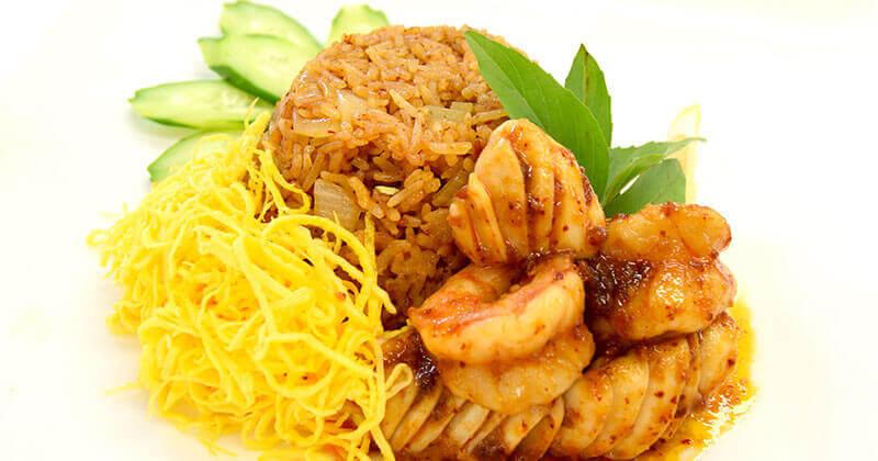 カーオ・パット・ナムプリック・パオ・タレー(ナムプリック・パオ味のシーフードチャーハン)ข้าวผัดน้ำพริกเผาทะเล
