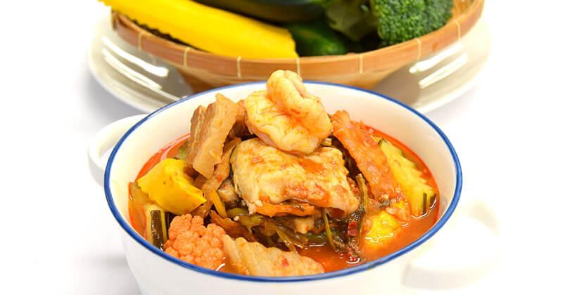 ゲーン・ノッパガオ(9種の野菜の昔カレー)แกงนพเก้า