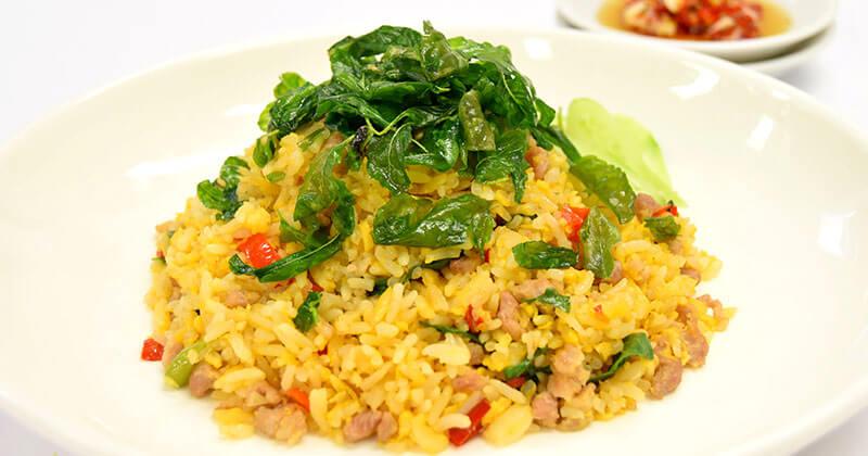 カーオ・クルアブ・カイ・ガパオ:ムーサップ(豚挽肉のガパオ卵飯)ข้าวเคลือบไข่กะเพราหมูสับ