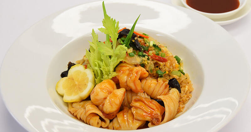 カーオ・パッ・スキー・タレー(タイスキチャーハン)ข้าวผัดสุกี้ทะเล