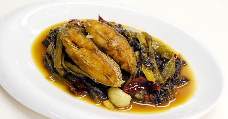 トム・パッカードーン・カップ・プラートート(魚と高菜漬けの煮込み)ต้มผักกาดดองกับปลาทอด