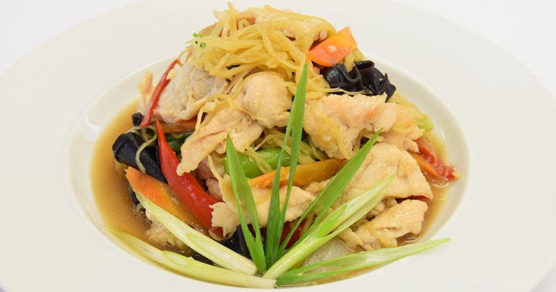 ガイ・パッ・キン(タイ風鶏肉の生姜炒め)ไก่ผัดขิง