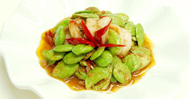 パット・サトー・カピ・クンソット(サトー豆とエビのカピ炒め) ผัดสะตอกะปิกุ้งสด