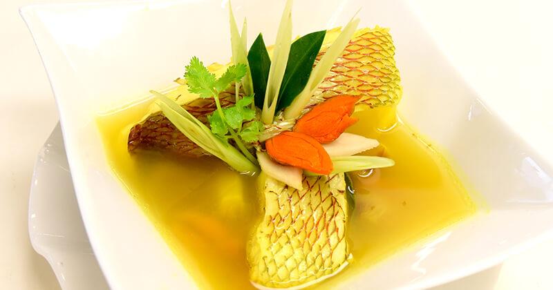 プラー・トム・カミン(魚のターメリックスープ)ปลาต้มขมิ้น