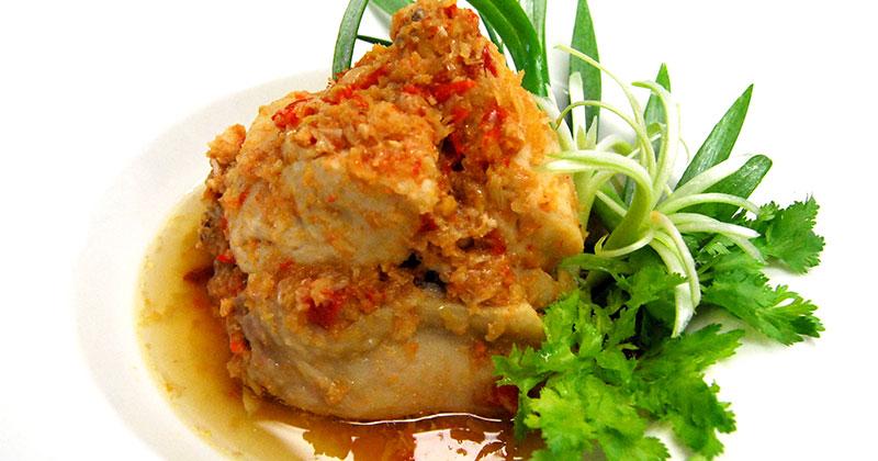 ガイ・タイナーム(鶏肉のイサーン蒸し)ไก่ใต้น้ำ