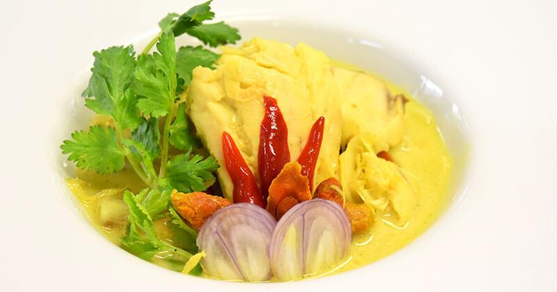 プラー・トム・ガティ(魚のココナツミルク煮)ปลาต้มกะทิ