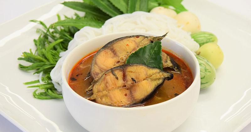 プラードゥック・トム・プラーラー(ナマズのプラーラー煮)ปลาดุกต้มปลาร้า