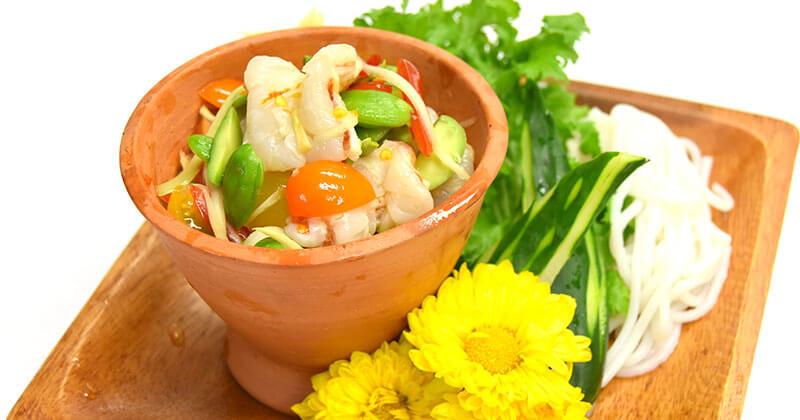 タム・クンソット・サトー(生エビとサトー豆のソムタム風和え物)ตำกุ้งสดสะตอ